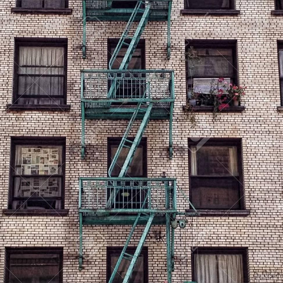 43898438-a-los-angeles-immeuble-du-centre-ville-avec-un-feu-bleu-évasion-